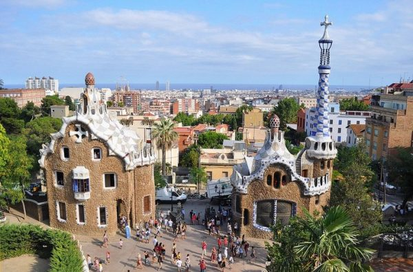Панорама парка Гуэль в Барселоне