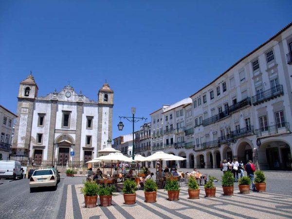 Площадь в городе Эвора