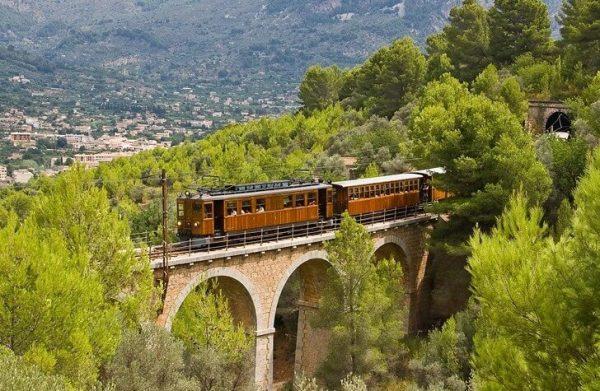 Поезд из Пальмы в Сольер