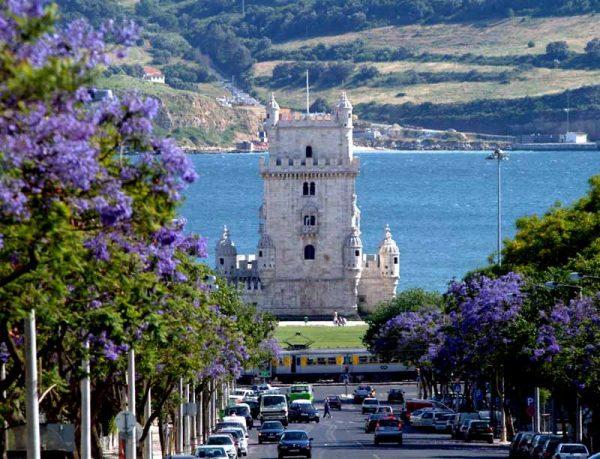 Окрестности прибрежного города Португалии