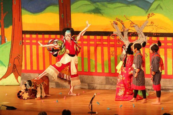 Представление в театре Кабуки-дза
