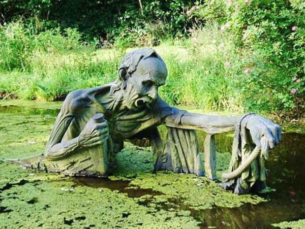 Скульптура в парке Путь Виктории