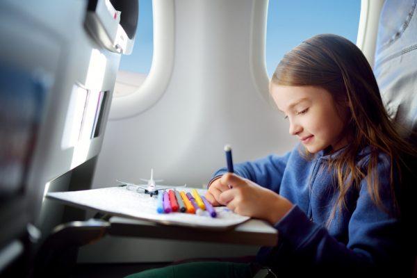 Девочка на борту самолёта