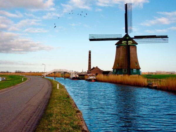 Река в Нидерландах