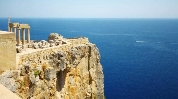 Вид на скалы на острове Родос