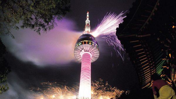 Сеульская телебашня в ночное время суток