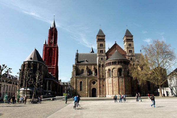 Соборы Святого Серваса и Святого Иоанна на площади Врейтхоф в Мастрихте