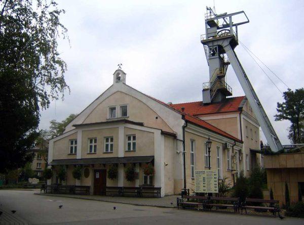 Соляная шахта и наземное строение в городе Величка
