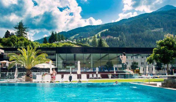 Термальный комплекс Felsentherme с бассейнами