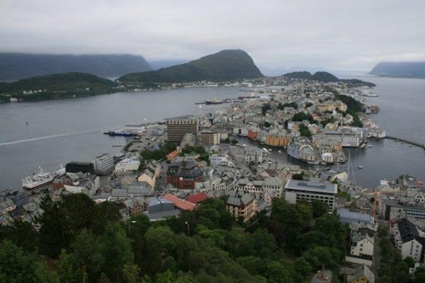 Вид на город Олесунн в Норвегии