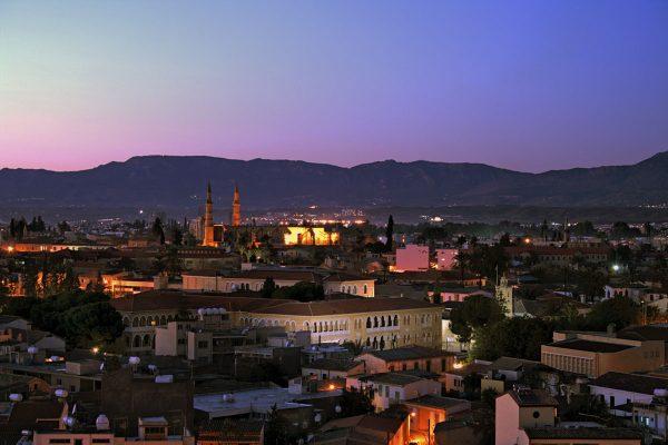 Вид на вечерний город Никосия