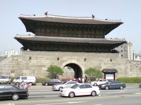 Ворота Тондэмун в Сеуле