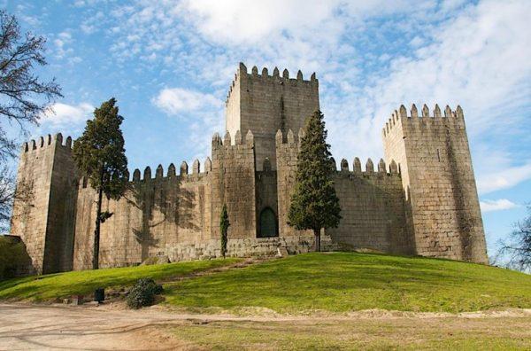 Замок Гимарайшн в Португалии