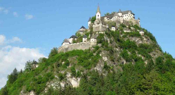 Замок Гохостервиц в Австрии