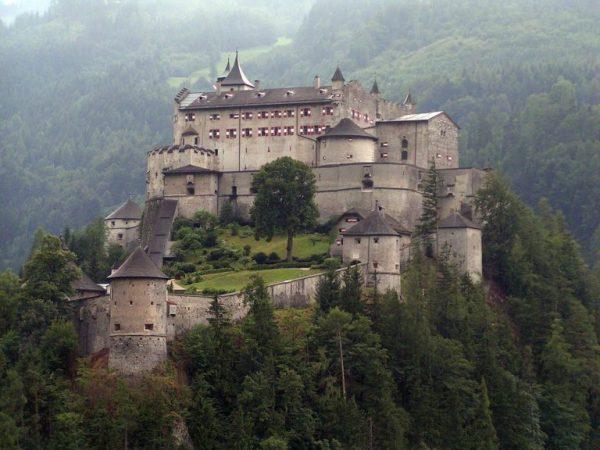 Замок Хоэнверфен недалеко от Зальцбурга