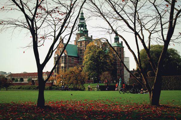 Замок Розенборг и казарма