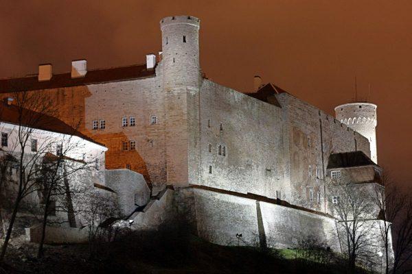 Замок Тоомпеа ночью
