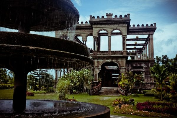 Здания с красивой архитектурой на острове Негрос