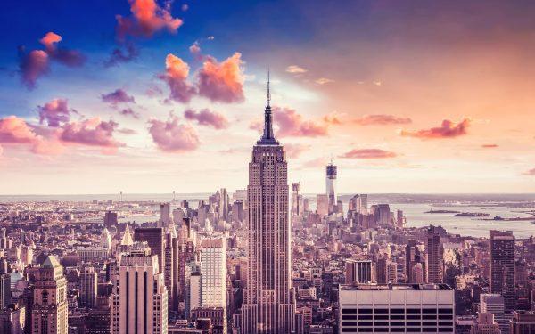 Небоскрёб Эмпайр-стейт-билдинг в Нью-Йорке