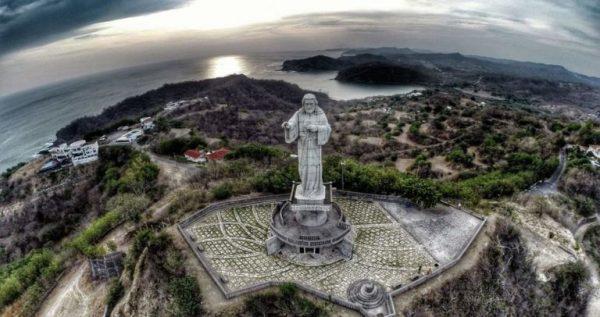 Статуя Иисуса Христа в Сан-Хуан-дель-Сур
