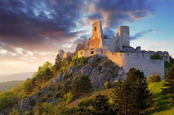 Чахтицский замок в Словакии