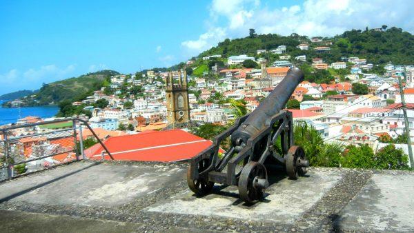Вид на город с крепости Форт-Джордж