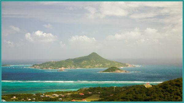 Вид на остров Пти-Мартиника