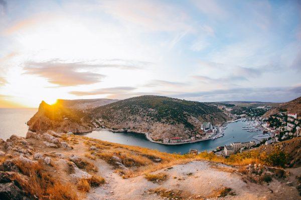 Бухта Балаклавы в лучах солнца