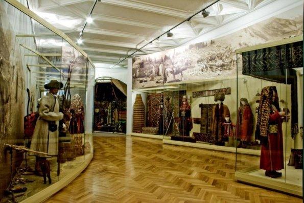 Народные костюмы сербов