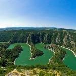 Зелёная река в парке Фрушка-Гора