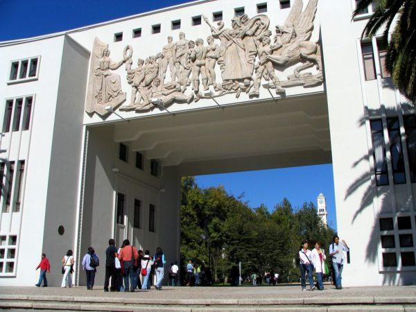 Арка одного из университетских комплексов в Консепсьоне