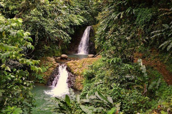 Два каскада водопада Семь Сестер