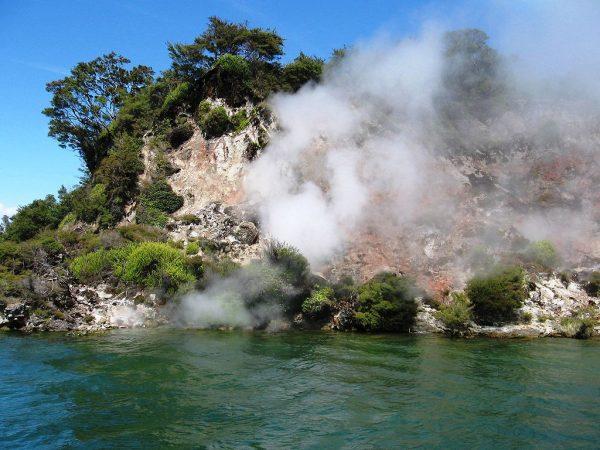 Геотермальные источники на озере Ротомахана