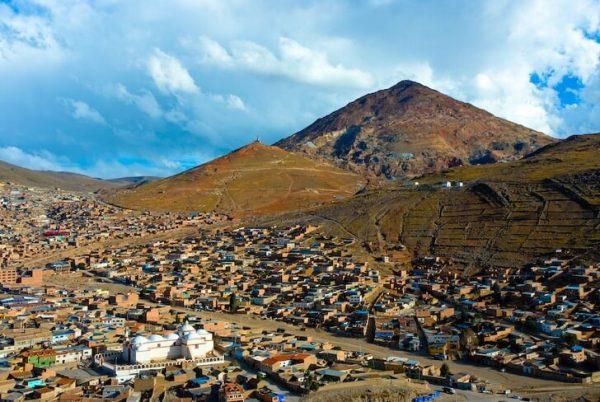 Гора Серро-Рико около города Потоси