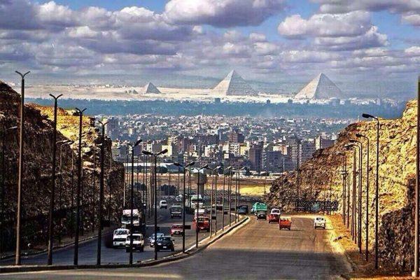 Вид из Каира на Гизу