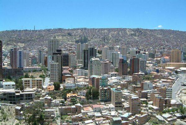 Город Ла-Пас недалеко от Эль Альто