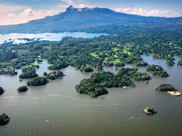Группа островов Лас Ислетас в озере Никарагуа