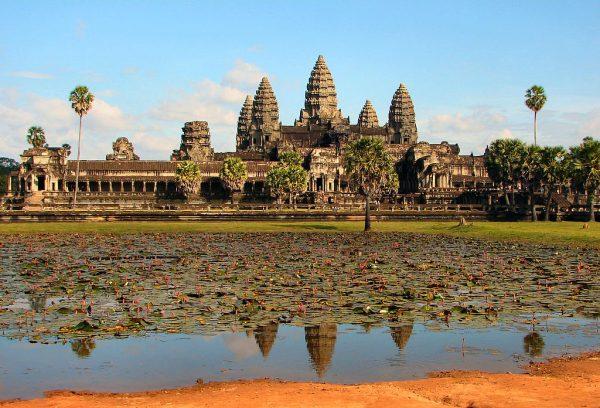 Храм Ангкор-Ват вгороде-музее Ангкор