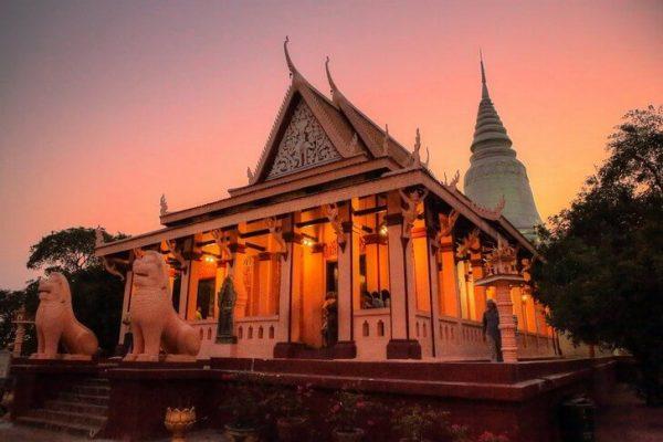 Храм Ват Пном в столице