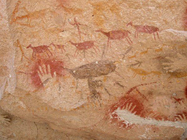Изображения на стенах пещеры Куэва-де-лас-Манос