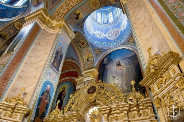 Кафедральный собор в честь Успения Пресвятой Богородицы изнутри