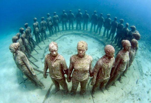 Кольцо из подводных скульптур