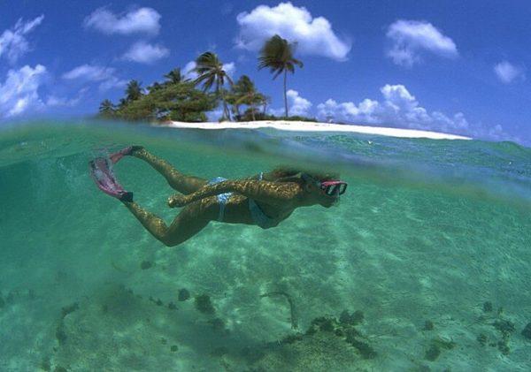 Кристально чистая вода у берегов острова Дженни