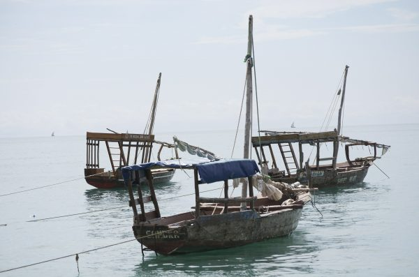 Лодки в порту города Дар-эс-Салам