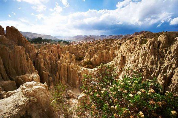Лунная долина в пустыне Атакама на границе с Чили