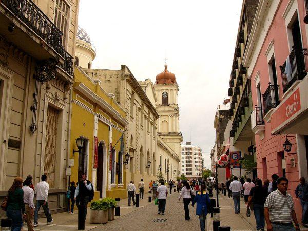 Одна из улиц города Сан-Мигель-де-Тукуман