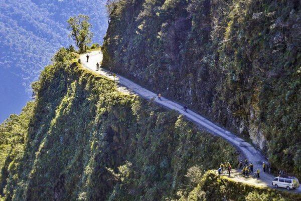Опасная дорога Юнгас в Боливии