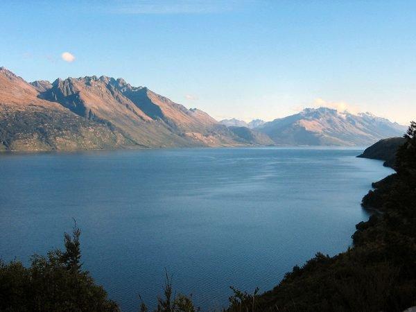 Озеро Уакатипу в Новой Зеландии