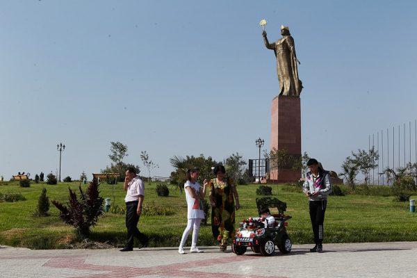 Памятник Исмаилу Самани в Худжанде
