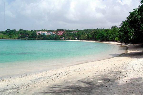 Песчаный пляж Морн-Руж